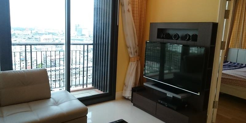 Living area at the Aguston Sukhumvit Soi 22